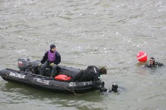 Buscan en Puente la Reina al operario de una presa que pudo caer al río Arga