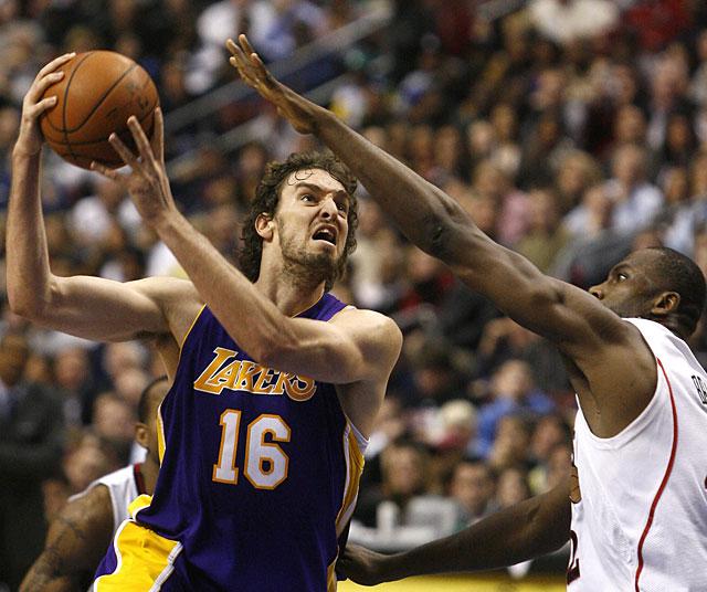 Gasol y Bryant devuelven la normalidad a los Lakers
