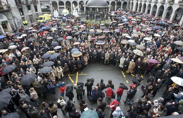 Miles de ciudadanos en toda España expresan su repulsa a ETA