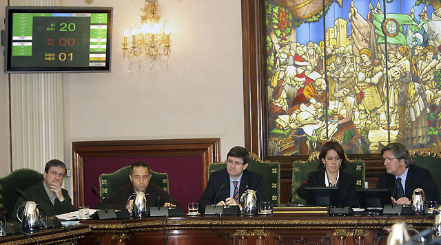 El pleno del Ayuntamiento de Pamplona condena el atentado con la abstención de ANV
