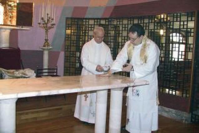 Consagrado el nuevo altar del monasterio de las Clarisas