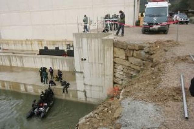 Sigue sin éxito la búsqueda del operario que pudo caer al Arga en Puente la Reina