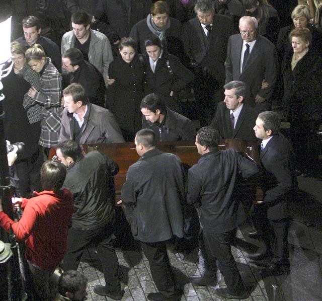 Instituciones y ciudadanos acompañaron en el funeral a la familia de Ignacio Uría