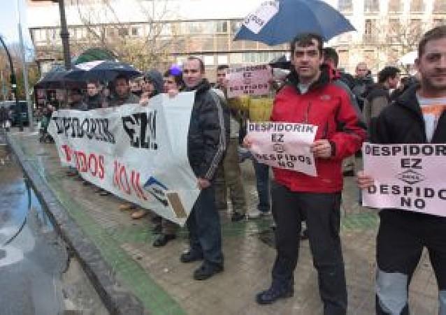 Concentración de los empleados de Dana frente al Parlamento