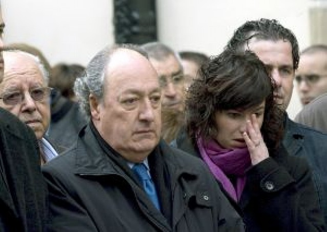 Flores en el Parlamento Vasco para el empresario asesinado por ETA