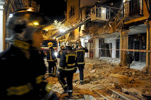Rescatan viva de entre los escombros a una mujer de 98 años tras una explosión en un edificio de Alcalá de Henares