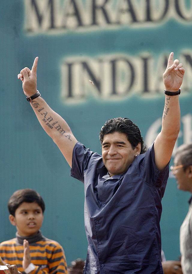 Calcuta enloquece con la llegada de Diego Armando Maradona