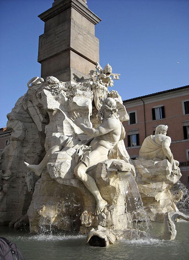 La Fuente de los Cuatro Ríos en Roma vuelve a mostrar todo su esplendor