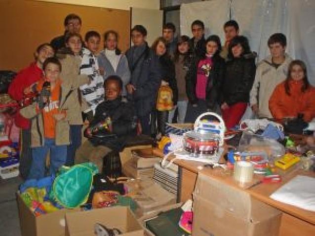 Voluntarios recogen juguetes para el rastro infantil