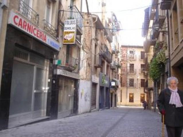 El derribo de tres edificios dará paso a nuevas viviendas en la calle Calderería