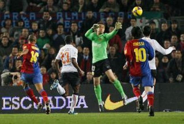 El Barcelona, más líder tras golear al Valencia