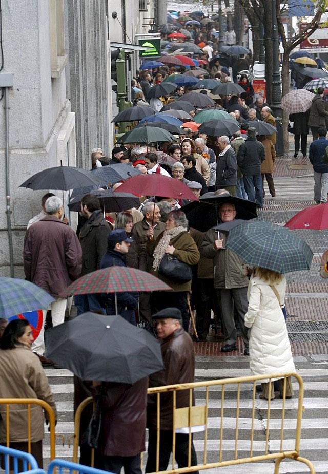 Cientos de ciudadanos de toda España visitan las estancias del Congreso