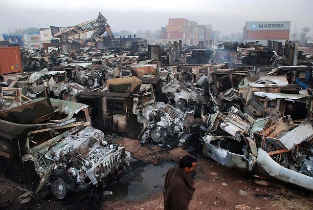 Tres muertos en un ataque contra camiones de suministro de la OTAN en Pakistán