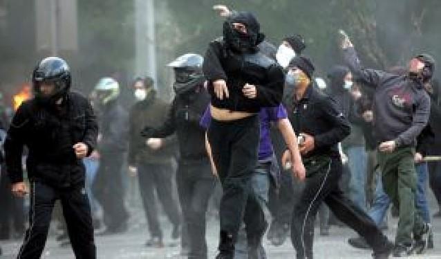 Detenido y acusado de asesinato un policía en Atenas por la muerte de un joven