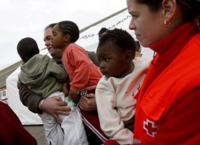 Rescatada en el Estrecho una patera con 35 inmigrantes