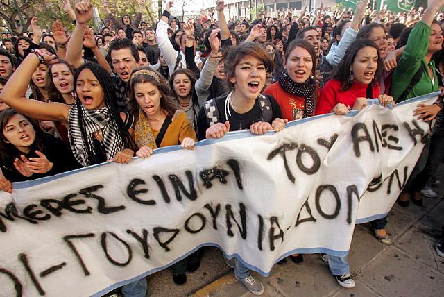 Caos en el centro de Atenas, con nuevos disturbios y destrucción de tiendas