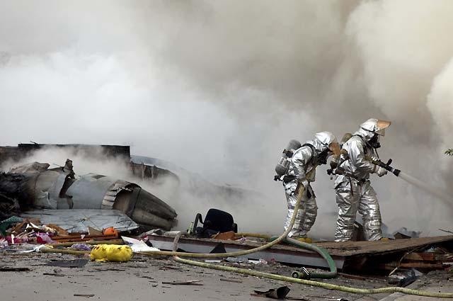 Un caza F-18 se estrella en un área residencial de San Diego, en California