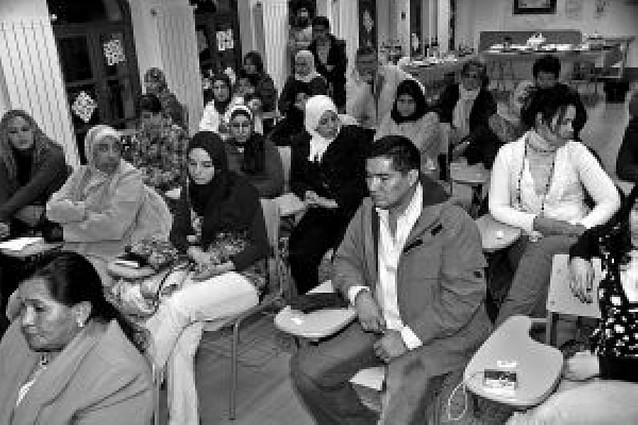 Alrededor de 40 personas participan en una jornada sobre la migración