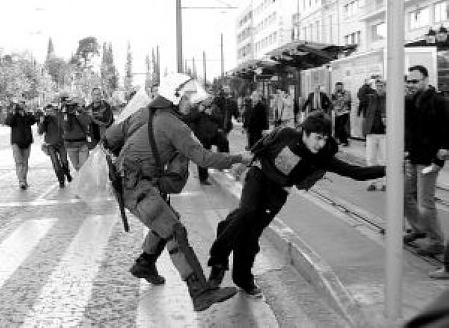 Se recrudecen los disturbios en Grecia tras la muerte de un joven a manos de la policía
