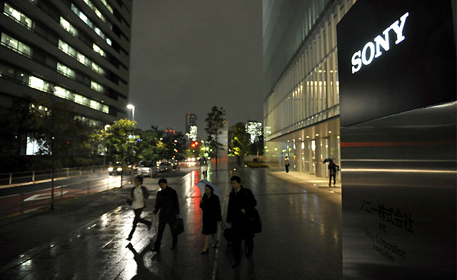Sony recortará su plantilla mundial en un 5% y plantea congelar sueldos en la fábrica de Barcelona