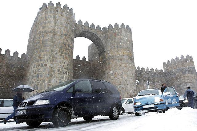 Ávila comienza a recuperar la normalidad tras la intensa nevada caída la pasada noche