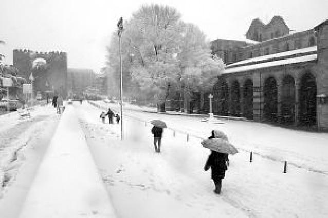 La nieve deja sin clase a 1.473 alumnos en Castilla y León y provoca el caos en Ávila