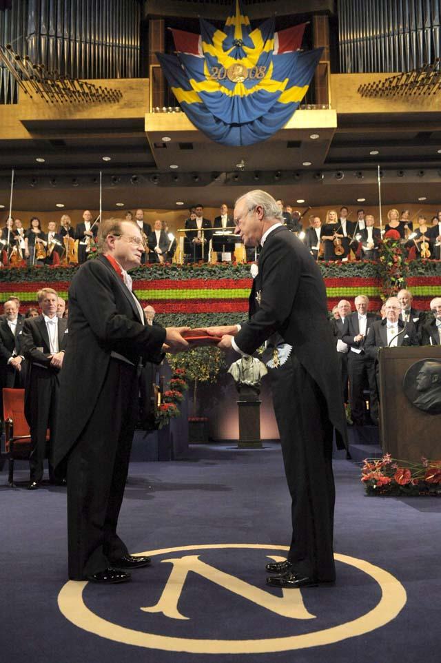 Suecia investigará si el premio de la Paz respeta el testamento de Nobel