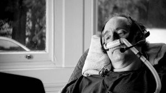 Polémica en Reino Unido por un documental que muestra un suicidio asistido