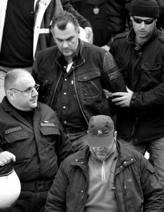 Prisión para los dos agentes implicados en la muerte del adolescente griego