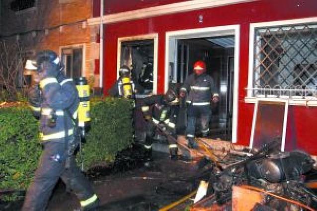 Atendido tras un incendio en su casa en Pamplona
