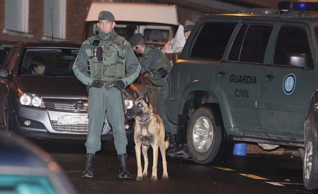 La Guardia Civil registra domicilios en Berango y Getxo relacionados con la detención de tres presuntos miembros de ETA
