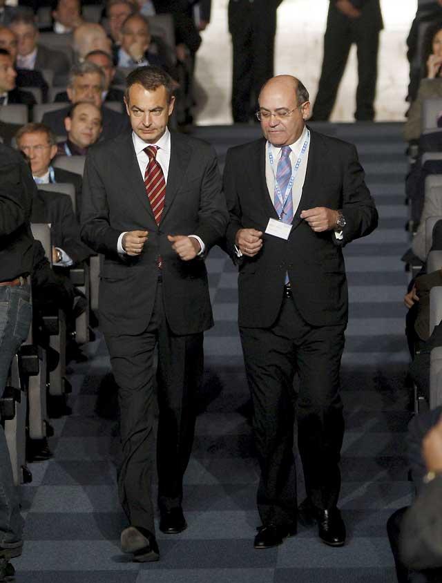 Zapatero espera que las previsiones de la recesión para 2009 sean erróneas