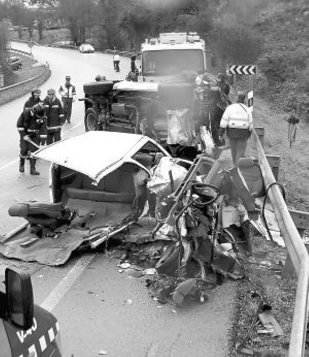 Tres personas resultan heridas en un accidente de tráfico en Asturias