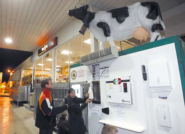 La leche, en la gasolinera