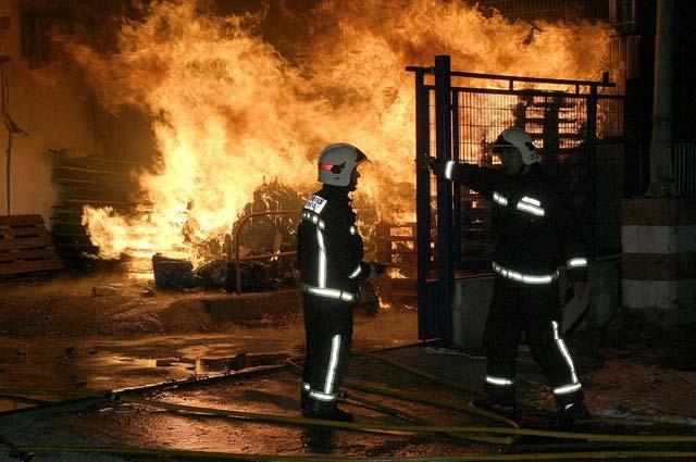 Controlado el incendio ocurrido en un polígono industrial de Motril (Granada)