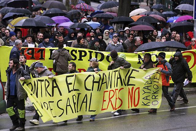 Cientos de personas se manifiestan en Pamplona contra la proliferación de los ERE