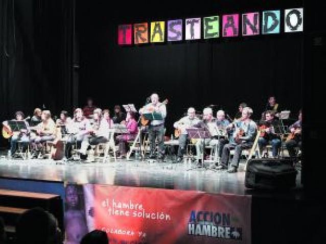 Más de 600 personas en un concierto solidario en Alsasua