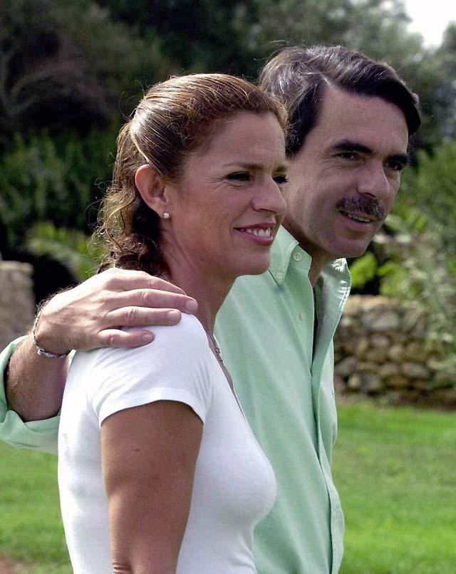 Telecinco deberá pagar 240.000 euros a Aznar y a Botella por dar la noticia de su separación
