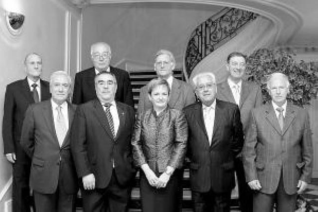 El Colegio de Médicos homenajea a 19 profesionales tras su jubilación