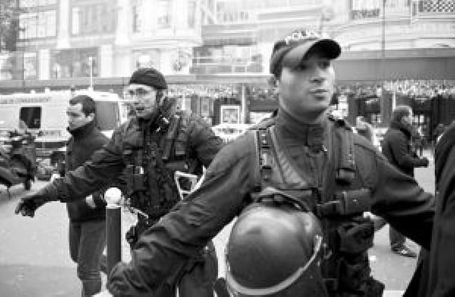 Hallados cinco paquetes con explosivos en unos grandes almacenes de París