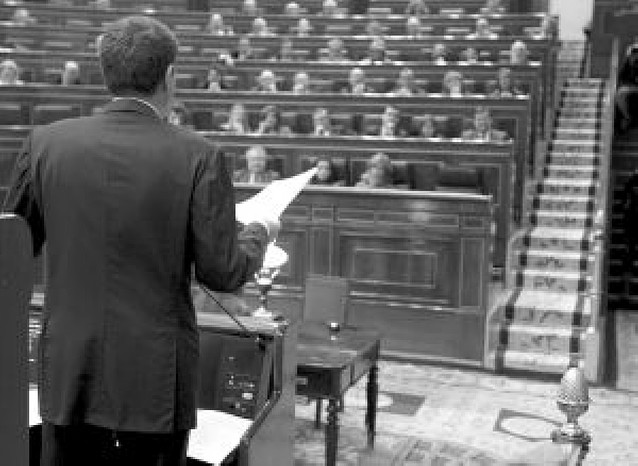 Rajoy considera una bajada de pantalones el pacto con el PNV para los Presupuestos