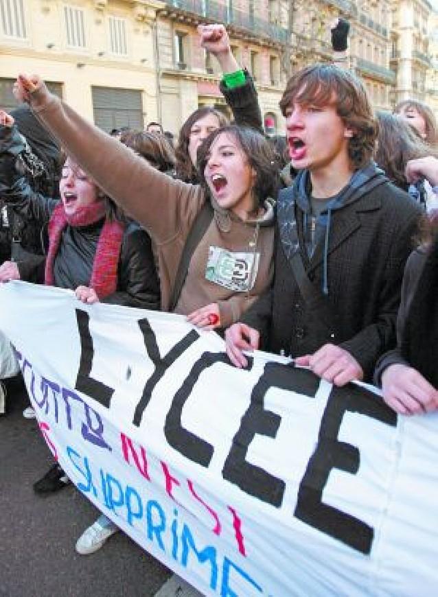 Miles de jóvenes contra el cambio educativo francés