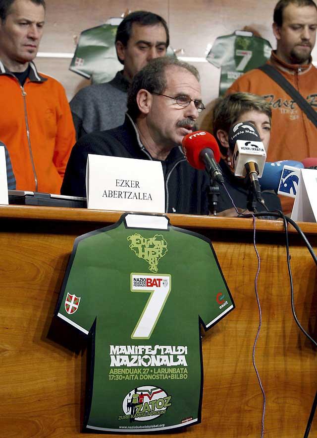 Esait dice que los futbolistas han hecho lo posible por jugar contra Irán