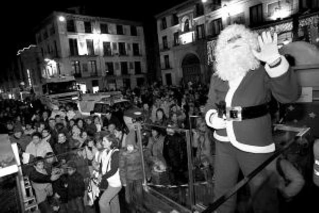 Cientos de tudelanos, con Papa Noel y la carroza de Griseras