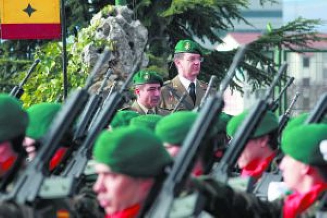Relevo de coroneles en el cuartel de Aizoáin