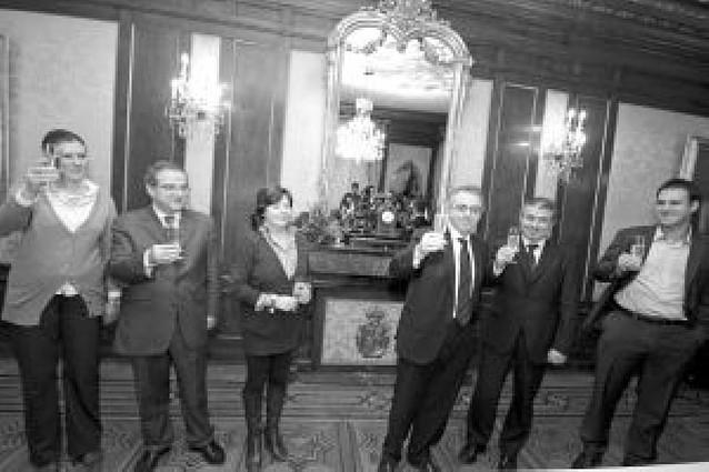 Sanz espera que en 2009 Zapatero cumpla su compromiso con el TAV