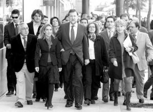 Rajoy reta a Zapatero a que denuncie un borrado de datos en el traspaso de Gobierno