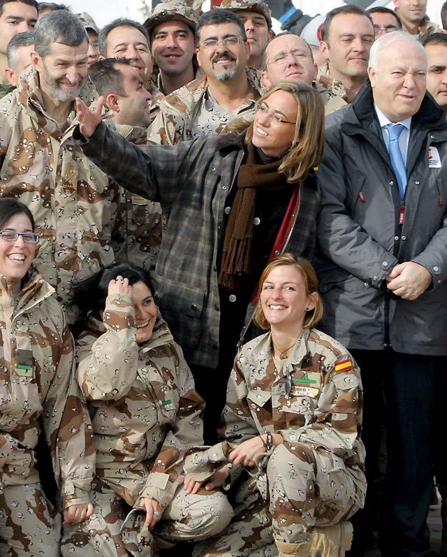 Chacón y Moratinos visitan por sorpresa a las tropas destacadas en Afganistán
