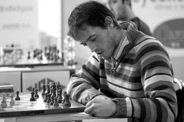 Caruana sorprende a Vallejo