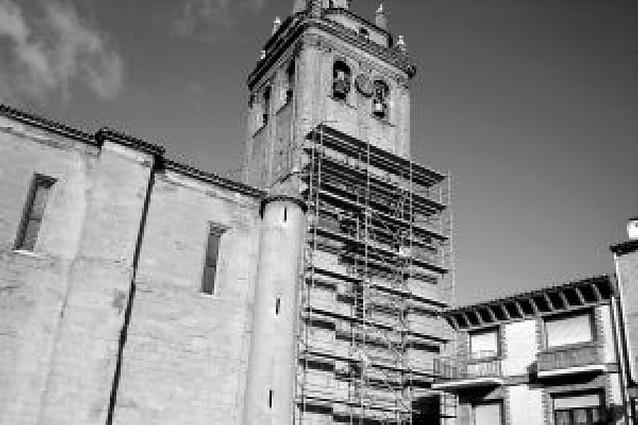 Comienzan las obras de reparación de la torre de la iglesia